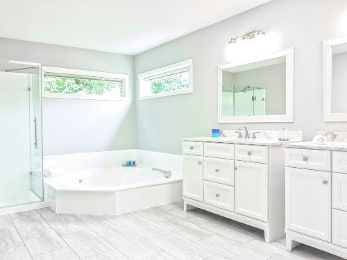 Stunning clean bathroom in West Calder