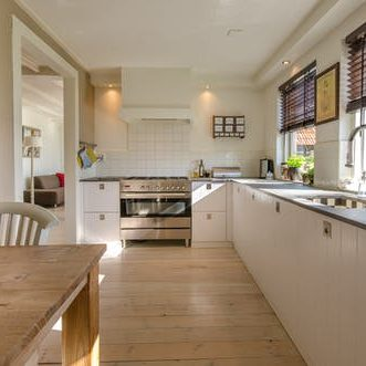 Stunning clean kitchen in Livingston